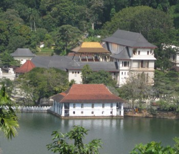 kandy-lake.jpg