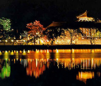 night-view-kandy-dalada-maligawa.jpg